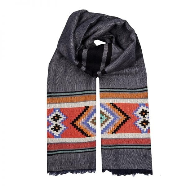 This scarf is a stunning example of traditional Aztec weaving. It has a luxurious grey base colour complimented with stunning Aztec motif patterning.